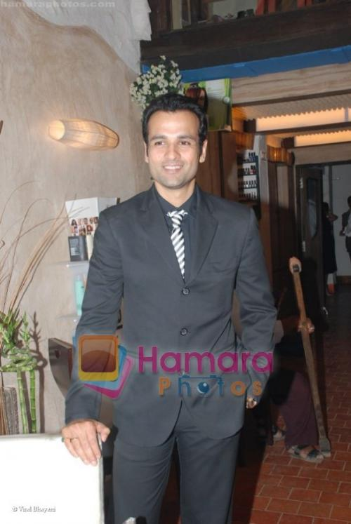 Rohit Roy at Ayesha Jhulka's new beauty saloon in Versova on April 13th 2008  shown to user