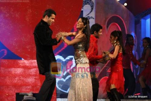 Geeta Basra, Rohit Roy at Police show in Andheri Sports Complex on 19th Dec 2009  shown to user